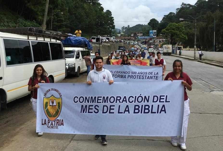 La Patria Norte students participating in the 'Day of the Bible' celebration march.
