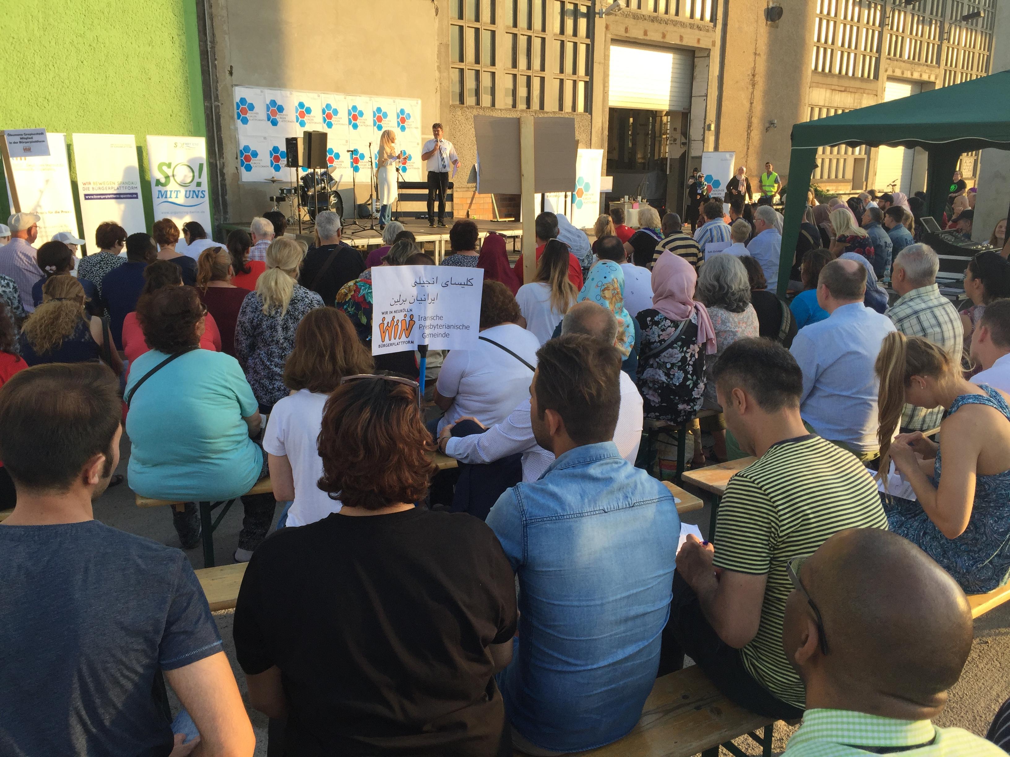 Members of the Iranian Presbyterian Church and others at the Bürgerplattform rally.