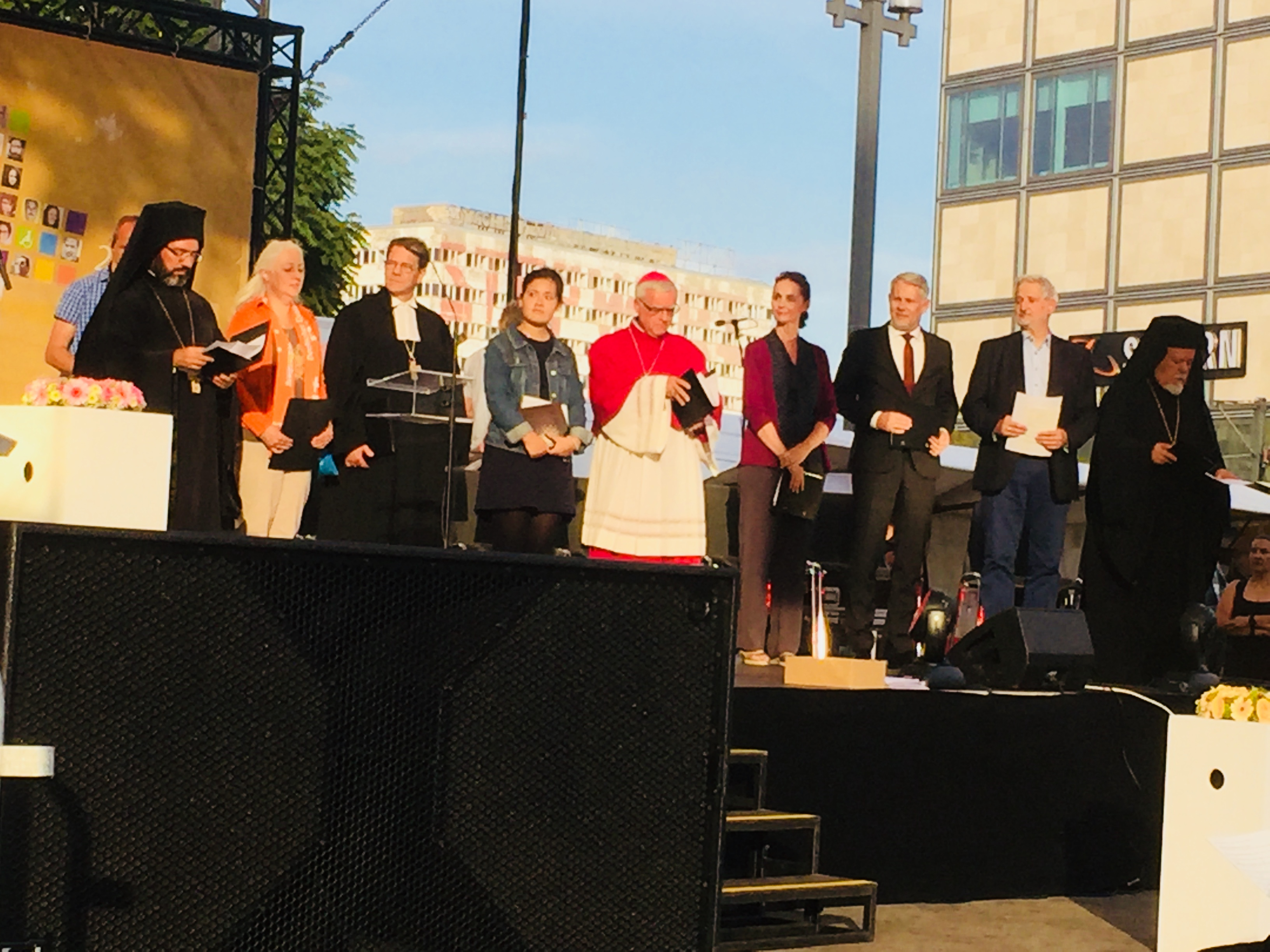 Leaders of various Christian communities in Berlin opening the worship service at the Fest der Kirchen.