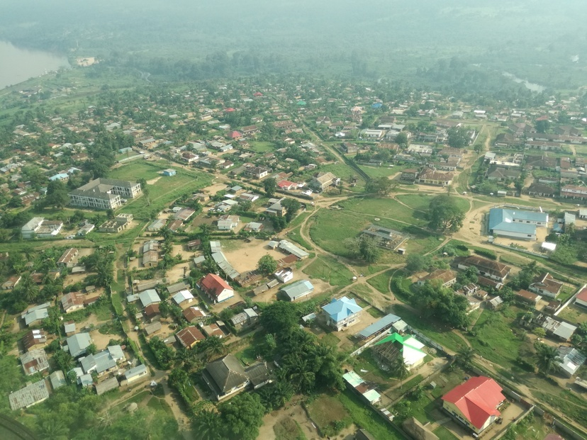 Flying into the town of Ilebo.