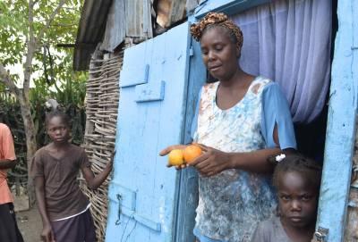 Haitian woman holding oranges