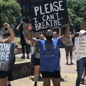 I can't breathe female protestor