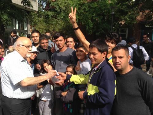 Aziz assisting Farsi speakers outside the registration center in Berlin.