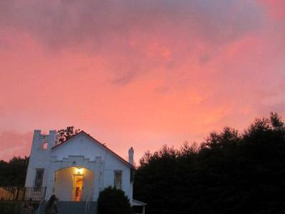 Wild Goose Christian Community is a nontraditional new worshiping community in Virginia offering rocking chairs, bluegrass music and worship services on Tuesday evenings. Learn more in an upcoming webinar. (Photo courtesy Wild Goose)